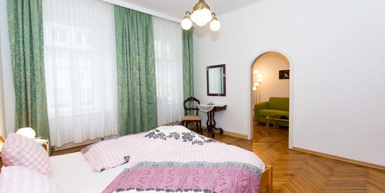Geräumiges Schlafzimmer 2